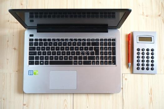 computer-office-calculator-pen-163119.jpeg